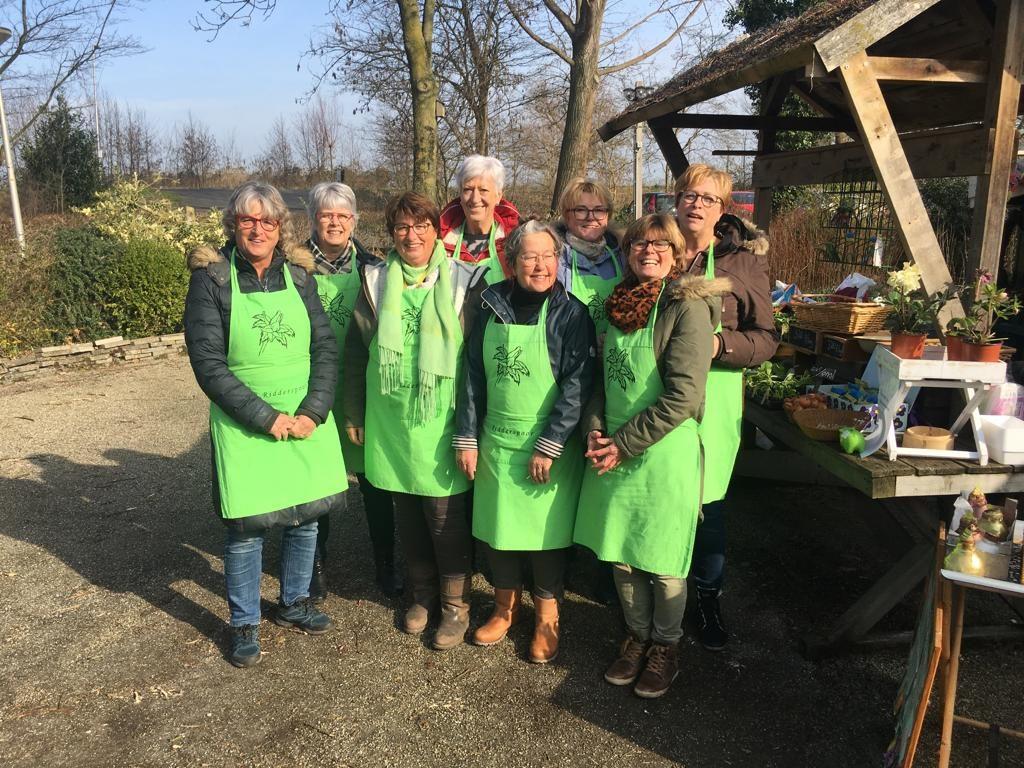 de dames van de tuinwinkel